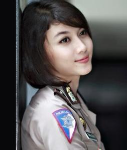 foto gambar polisi yang cantik banget