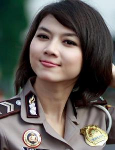 gambar polisi cantik
