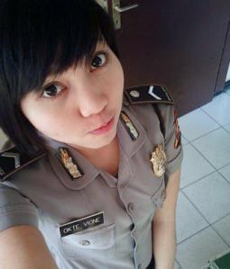 gambar selfie polisi yang cantik