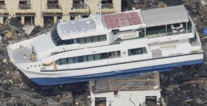 mengenang hari tsunami di aceh kapal sampai ke darat