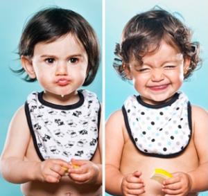 ekspresi wajah bayi ketika memakan buah jeruk