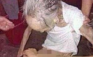 gambar ibu yang di kurung oleh anaknya . inilah perilaku anak durhaka