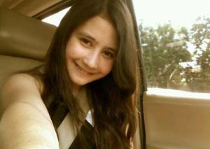 gmbar foto selfie Prilly Latuconsina yang imut dan manis