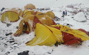mountaineers airlifted off Everest images
