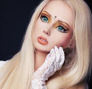 Berwajah 'barbie', gadis cantik yang mempesona