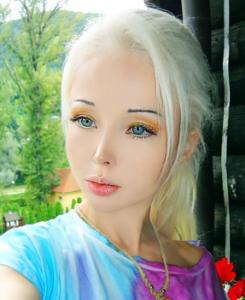 Foto gadis seksi asal Ukraina yang mirip boneka Barbie