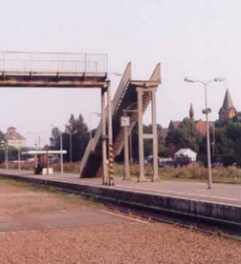 Jembatan penyebrangan kok begini, gimana cara nyebarangnya