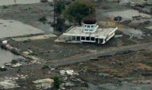Jiarah ke makam korban tsunami