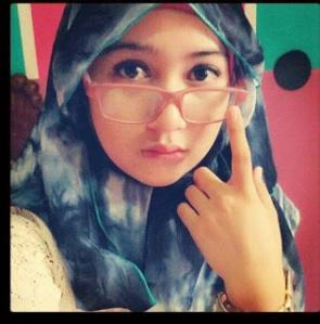Cewek Muslim Cantik pake kaca mata