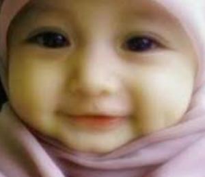 Coba kamu lihat wajah bayi ini, comel banget khan