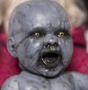 Klo ini bukan anak bayi namanya, tapi anak hantu siluman