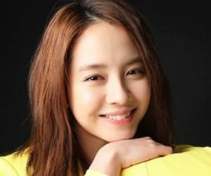 Artis Cantik Korea Song Ji-hyo