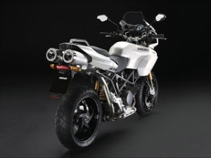 ducati_new_pearl_white_livery-800x600